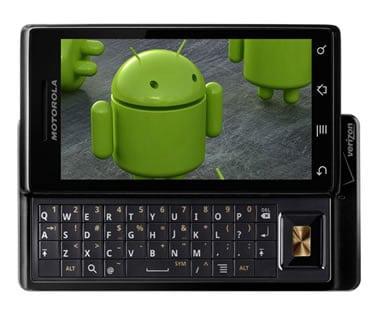 smartphone motorola avec une image de la mascotte android